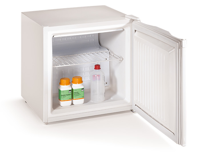 Household refrigerating box